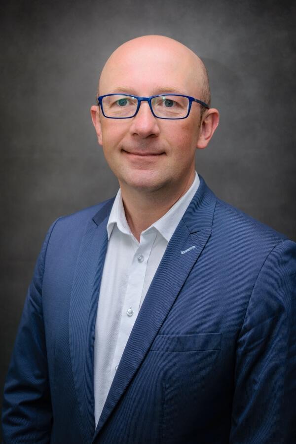 Pośrednictwo wynajmu mieszkań agent nieruchomości Michał Fersten